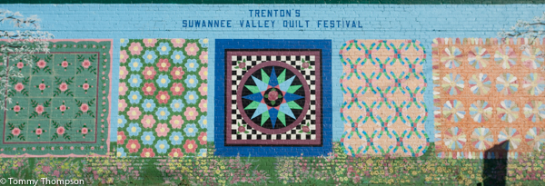 Murals in downtown Trenton, Florida depict the town's interest in quiltiing and the quilting tradition.