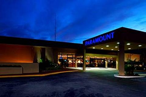 Paramount Plaza Hotel and Suites