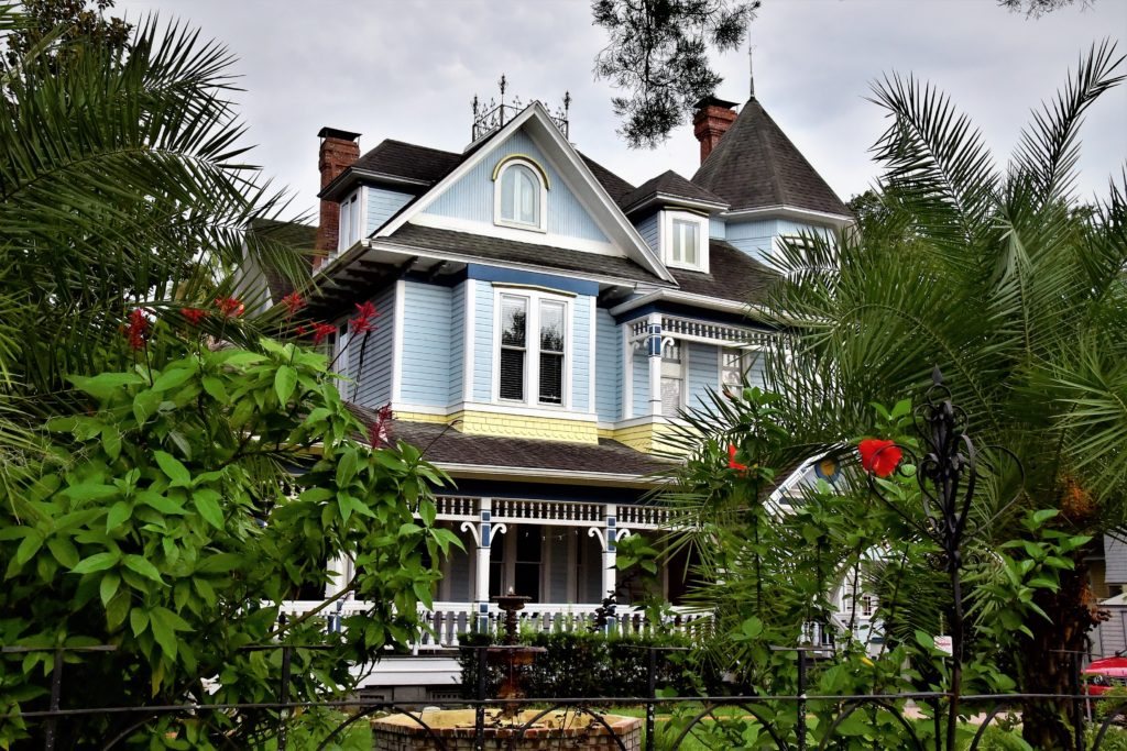 Photo of one of the Victorian houses that are a part of the Sweetwater Branch Inn